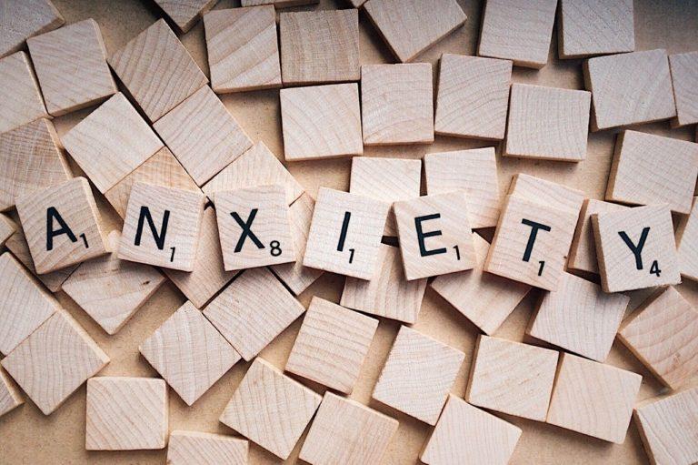 Cum se manifestă și cum se tratează anxietatea