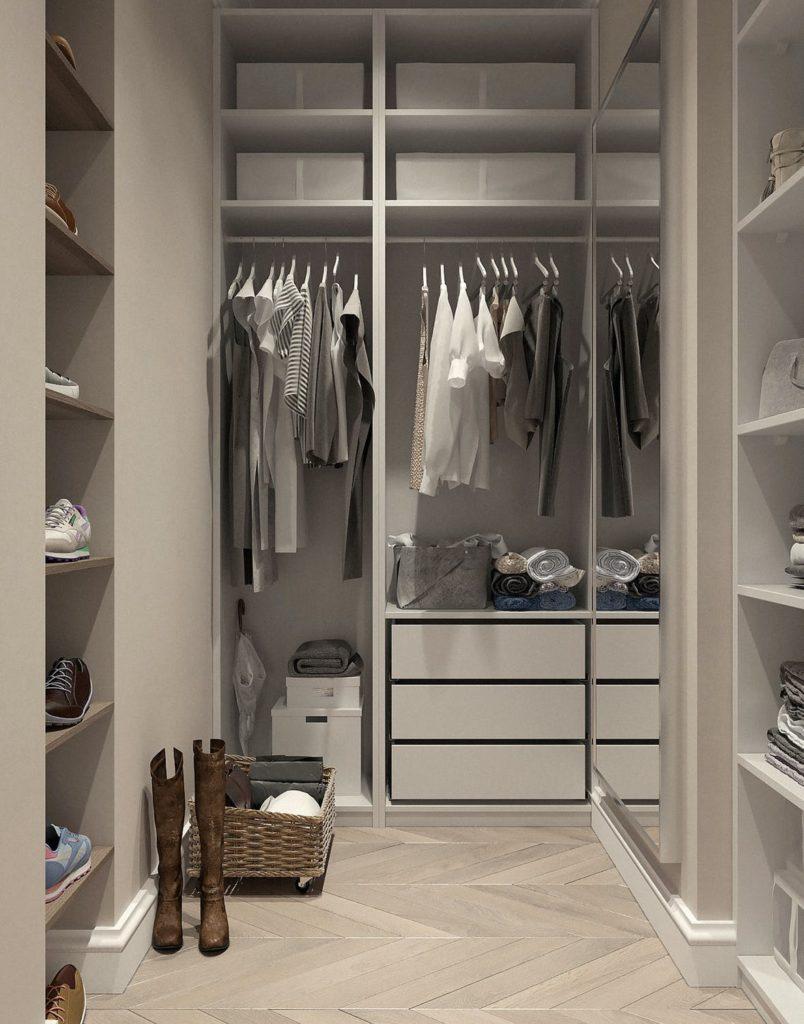 Dulap cu haine organizate în stil minimalist