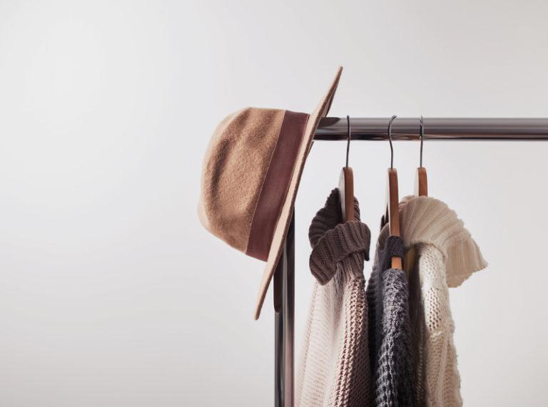 Modă pentru femei: 5 piese vestimentare esențiale în garderoba de toamnă